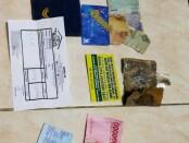 Barang bukti yang diamankan dari 3 calo yang menawarkan hasil negatif rapid test di stasiun Senen, Jakarta - foto: Istimewa