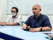Muhammad Abdullah dan Toha Mahasin, juru bicara Paslon Bung Tomo - foto: Sujono/Koranjuri.com