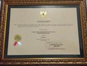 Piagam penghargaan dari Pemprov Jateng untuk BPR BKK Karangmalang - foto: Istimewa