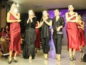 Perancang busana asal Bali mengikuti event Global Medical Aesthetic Exchange Association (GMAEA) yang digelar secara hybrid. Dari Bali, karpet merah digelar di Vasaka Bali - foto: Istimewa
