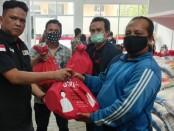 Paket bantuan sosial dari Kementerian Sosial Republik Indonesia (Kemensos) RI, didistribusikan oleh Yayasan Peduli Jurnalis Indonesia (YPJI) ke para jurnalis yang terdampak Covid-19 di Jabodetabek - foto: Bob/Koranjuri.com