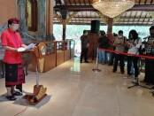 Gubernur Bali Wayan Koster memberikan keterangan pers di Gedung Jayasabha, Denpasar, Selasa, 22 Desember 2020 - foto: Koranjuri.com