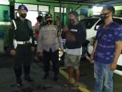 Mengaku intelejen PM, AK (45) pria kelahiran Yogyakarta ini berhasil meraup uang Rp 35 juta atas aksi penipuan yang dilakukannya - foto: Istimewa