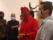 Menteri Pariwisata dan Ekonomi Kreatif Sandiaga Salahudin Uno berada di Santrian Art Gallery, Sanur, Bali, Senin, 28 Desember 2020 - foto: Koranjuri.com