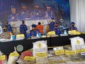 Kepala Badan Pemelihara Keamanan (Kabaharkam) Polri Komjen Pol Agus Andrianto, memimpin kegiatan rilis pers pengungkapan kasus tindak pidana perakitan 16,375 ton bom ikan, di Mako Dit Polairud Polda Jawa Timur, Senin, 28 Desember 2020 - foto: Istimewa