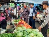 Tim Pengawas Mutu Hasil Pertanian (PMHP), saat melakukan monitoring di sejumlah pasar di Kabupaten Purworejo, Jum'at (01/01/2021) - foto: Sujono/Koranjuri.com
