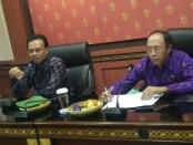 Sekretaris Daerah Provinsi Bali Dewa Made Indra (kanan) bersama Kepala Dinas Kesehatan Provinsi Bali Ketut Suarjaya (kanan) - foto: Istimewa
