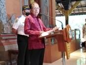 Gubernur Bali Wayan Koster memberikan keterangan pencapaian kinerja penanganan Covid-19 di Provinsi Bali, Selasa, 5 Januari 2021 - foto: Koranjuri.com