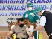 Kapolda Jateng, Irjen Pol Ahmad Luthfi, saat menerima vaksinasi Corona, Kamis (14/01/2021), di RSUD Tugurejo, Semarang  - foto: Sujono/Koranjuri.com