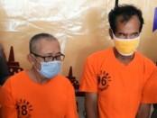 Fdl (64) dan  Skr (60), kedua tersangka pengedar uang palsu yang diamankan Satreskrim Polres Purworejo - foto: Sujono/Koranjuri.com