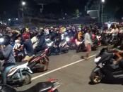 Pengendara motor malam yang dibubarkan Satuan Patroli dan Pengawalan (Sat Patwal) Direktoral Lalu Lintas Polda Metro Jaya karena menyalahi Peraturan PSBB di Ibukota - foto: Istimewa