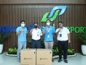 Biznet menyerahkan 4.000 masker kepada Kantor Cabang PT Angkasa Pura I (Persero), Bandara Internasional I Gusti Ngurah Rai - foto: Istimewa