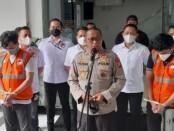 Polda Metro Jaya mengamankan selebgram berinisial AK bersama F dan alat bukti bong berikut satu plastik klip - foto: Istimewa