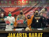 Unit Resmob Polres Metro Jakarta Barat meringkus 5 dari 8 pelaku geng motor yang juga pelaku penusukan remaja berinisial A (17) di Jalan Rawa Kedaung, Cengkareng Timur - foto: Istimewa