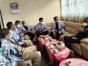 Pengurus PGRI Kabupaten Purworejo, saat menerima kunjungan kerja Ir. H. Bambang Sutrisno, MM, angggota DPD RI dari Dapil Jateng, Senin (08/02/2021) - foto: Sujono/Koranjuri.com