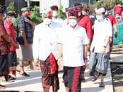 Gubernur Bali Wayan Koster melakukan peletakan batu pertama pembangunan Gedung Majelis Desa Adat (MDA) Kabupaten Klungkung, Minggu (21/2/2021) - foto: Istimewa