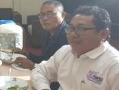 Ketua Umum Serikat Media Siber Indonesia (SMSI) (kanan), Firdaus didampingi sekretaris Jenderal SMSI M. Nasir - foto: Istimewa