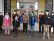 Bantuan pendidikan dari LQ Indonesia Law Firm untuk anak anggota Polri yang gugur dalam tugas - foto: Istimewa