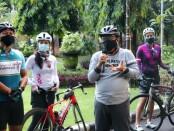 Wali Gubernur Bali Tjokorda Oka Artha Ardhana Sukawati melepas tim goweser dari Woman's Cycling Community  (WCC) dan Gogaspoll Girl Community dalam kegiatan gowes bareng (gobar) sejauh 83 km mempromosikan Bali, Minggu, 7 Maret 2021 - foto: Istimewa