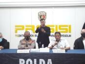 Kabidhumas Polda Metro Jaya Kombes Yusri Yunus didampingi Dirkrimum Polda Metro Jaya Kombes Tubagus Ade Hidayat dan Kasubdit Harda AKBP Dwiasi - foto: Istimewa