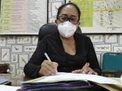 Kepala SMA Negeri 5 Denpasar Cokorda Istri Mirah Kusuma Widiawati - foto: Koranjuri.com