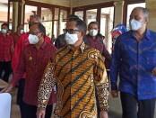 Didampingi Gubernur Bali Wayan Koster Menteri Dalam Negeri Tito Karnavian melakukan kunjungan kerja ke Bali dalam rangka memastikan proses vaksinasi kepada pekerja pariwisata - foto: Koranjuri.com