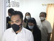 Unit Kriminal Khusus (Krimsus) Satuan Reserse Kriminal Polres Metro Jakarta Barat menciduk STR, pelaku suntik filler payudara - foto: Istimewa