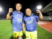 Koordinator Mitra Devata FC Purwanto IS (kiri) dan Pembina Suparno Ossy (kanan) - foto: Yan Daulaka