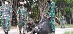 Prajurit Denkav 4/SP dan Elemen Masyarakat Bersih-bersih Pantai Kuta