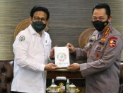 Kapolri Jenderal Listyo Sigit Prabowo menerima audiensi Menteri Desa, Pembangunan Daerah Tertinggal, dan Transmigrasi (Mendes PDTT) Abdul Halim Iskandar, di Mabes Polri, Jakarta Selatan, Selasa (25/5/2021) - foto: Istimewa