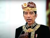 Dengan mengenakan busana Bali, Presiden Joko Widodo secara resmi membuka Pesta Kesenian Bali (PKB) Ke-43 secara virtual dari Istana Negara, Sabtu, 12 Juni 2021 - foto: Koranjuri.com/screenshot