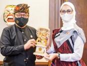 Wakil Gubernur Bali Tjokorda Oka Artha Ardhana Sukawati bersama Staf Khusus Presiden RI Angkie Yudistia - foto: Istimewa
