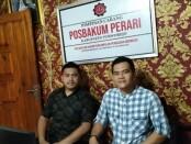 Agus Triatmoko, SE, SH, MH, Ketua Posbakum Perari Kabupaten Purworejo (kanan), dan staf - foto: Sujono/Koranjuri.com