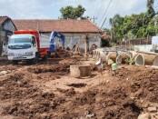 Proses pembangunan Kelurahan Kledung Kradenan, Rabu (09/06/2021) - foto: Sujono/Koranjuri.com