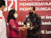 Wakil Gubernur Bali Tjokorda Oka Artha Ardhana Sukawati bersama menteri PPPA I Gusti Ayu Bintang Darmawati - foto: Istimewa