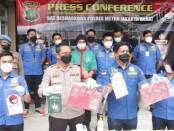 Ekspose yang dilakukan kepolisian terkait penangkapan musisi EAP alias Anji dalam kasus penyalahgunaan narkoba jenis ganja - foto: Istimewa