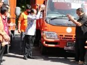 Gubernur Bali Wayan Koster melepas bantuan beras yang didistribusikan kepada masyarakat sebanyak 100 ton. Distribusi tahan pertama dilakukan pada Senin, 26 Juli 2021 - foto: Istimewa
