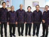Komisaris Utama Bank Fajar, I Made Marlowe Bandem, paling kiri bersama pengurus Yayasan WDS Denpasar dan Rektor ITB STIKOM Bali - foto: Istimewa