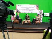 Ketua TP PKK Provinsi Bali Putri Koster hadir dalam dialog interaktif RRI Denpasar untuk mensosialisasikan Peran PKK dalam Pencegahan Penyalahgunaan Narkoba, di studio RRI, Denpasar, Selasa (5/7/2021) - foto: Istimewa