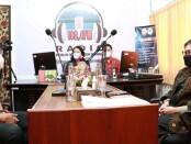 Ketua Tim Penggerak PKK Provinsi Bali Ny. Putri Suastini Koster menjadi narasumber Halo Apa Kabar Bangli bertema 'Peran PKK Dalam Pencegahan Penyalahgunaan Narkoba' di Radio RPKB Bangli, Selasa (6/7/2021) - foto: Istimewa