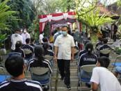 Sekretaris Daerah Provinsi Bali yang juga selaku Ketua Harian Gugus Tugas Percepatan Penanganan Covid-19 di Provinsi Bali Dewa Made Indra meninjau pelaksanaan vaksinasi Covid-19 untuk anak usia 12-17 di wilayah Kabupaten Gianyar, Rabu, 7 Juli 2021 - foto: Istimewa