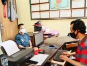 Tersangka Ir (32), alias Bakri, warga Jl. Gurame RT 001 RW 002, Kelurahan Widuri, Kecamatan/Kabupaten Pemalang, saat menjalani pemeriksaan di Polsek Kutoarjo, Kamis (08/07/2021) - foto: Sujono/Koranjuri.com