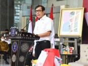 Menteri Hukum dan Hak Asasi Manusia (Menkumham) Yasonna H. Laoly saat memberikan bantuan sosial secara simbolis, Kamis (29/07/2021) - foto: Istimewa
