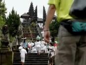 Suasana kegiatan keagamaan di Pura Besakih Bali - foto: Koranjuri.com