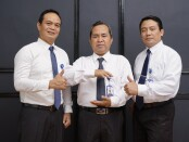 Keterangan gambar : Direktur Utama BPR BKK Karangmalang Perseroda (PT)-Sragen H. Raji, SE, MM ( tengah) foto bersama jajaranya / foto: istimewa