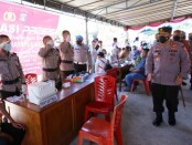 Kapolri Jenderal Listyo Sigit Prabowo memantau pelaksanaan vaksinasi - foto: Istimewa