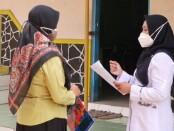 Tim dari Puskesmas Mranti, saat melakukan Visitasi Simulasi PTM di SMK Kesehatan Purworejo, Rabu (29/09/2021) - foto: Sujono/Koranjuri.com