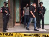 2 pelaku diamankan dalam penggerebekan pabrik sabu-sabu di perumahan Taman Cendana Golf, Kelapa Dua, Tangerang, Banten pada Rabu (1/9/2021) - foto: Istimewa