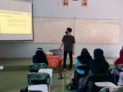 Siswa kelas X dan XI SMK Kesehatan Purworejo, saat mengikuti Diklat atau pelatihan cara penulisan artikel, Senin (06/09/2021) - foto: Sujono/Koranjuri.com