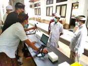 Sekda Dewa Indra meninjau Seleksi Kompetensi Dasar (SKD) CPNS di Kampus Badan Pengembangan Sumber Daya Manusia (BPSDM) Provinsi Bali. Seleksi dilaksanakan Senin (6/9/2021) - foto: Istimewa